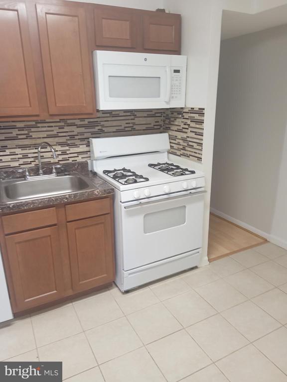 8671 GREENBELT ROAD, GREENBELT, Maryland 20770, 2 Bedrooms Bedrooms, ,1 BathroomBathrooms,Residential Lease,For Rent,GREENBELT,102,MDPG564364