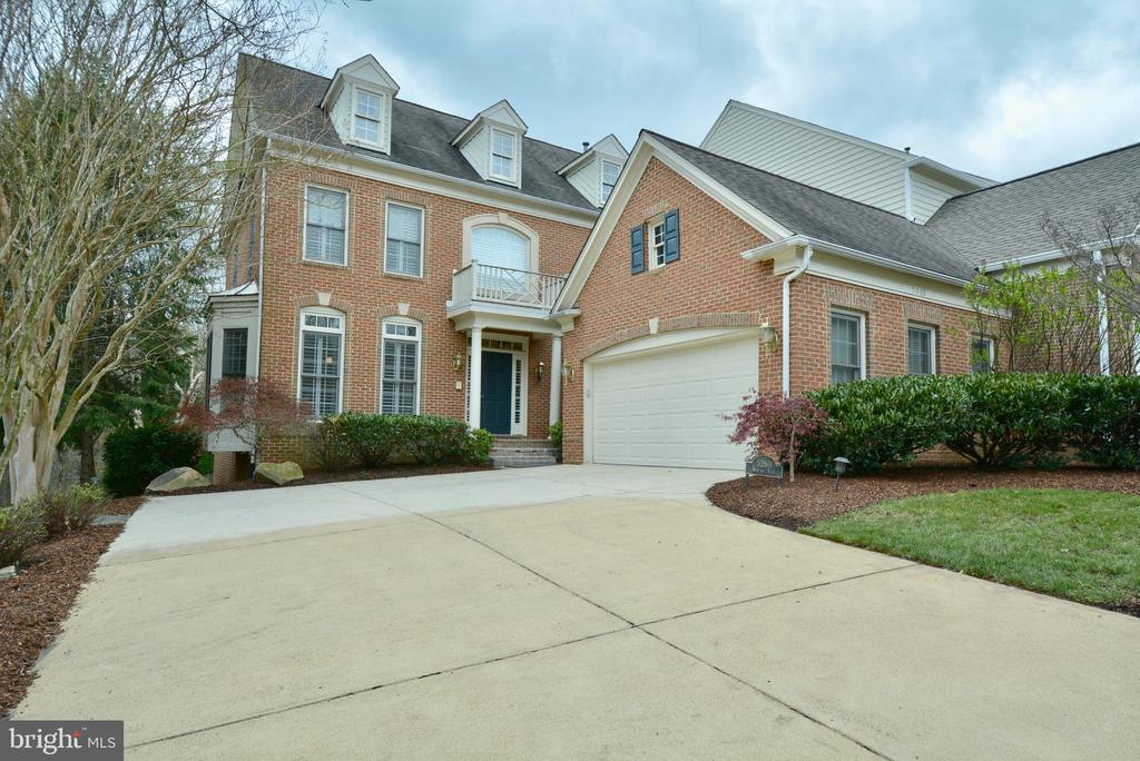 5260 Winter View Dr, Alexandria, VA 22312