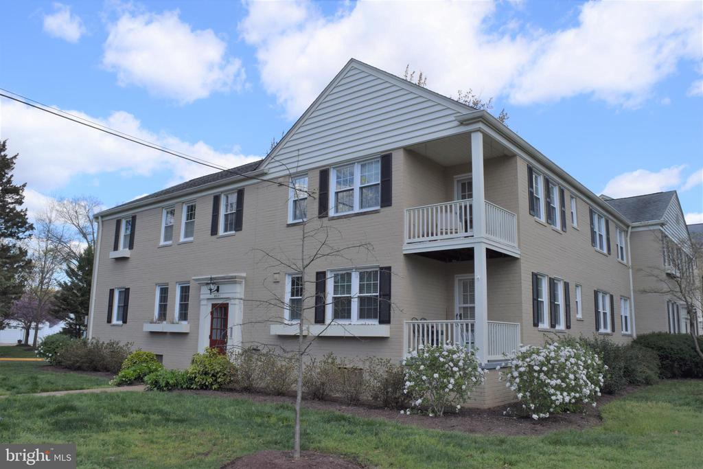 6501 POTOMAC AVENUE, ALEXANDRIA, Virginia 22307, 2 Bedrooms Bedrooms, ,1 BathroomBathrooms,Residential Lease,For Rent,POTOMAC,1,VAFX1120892