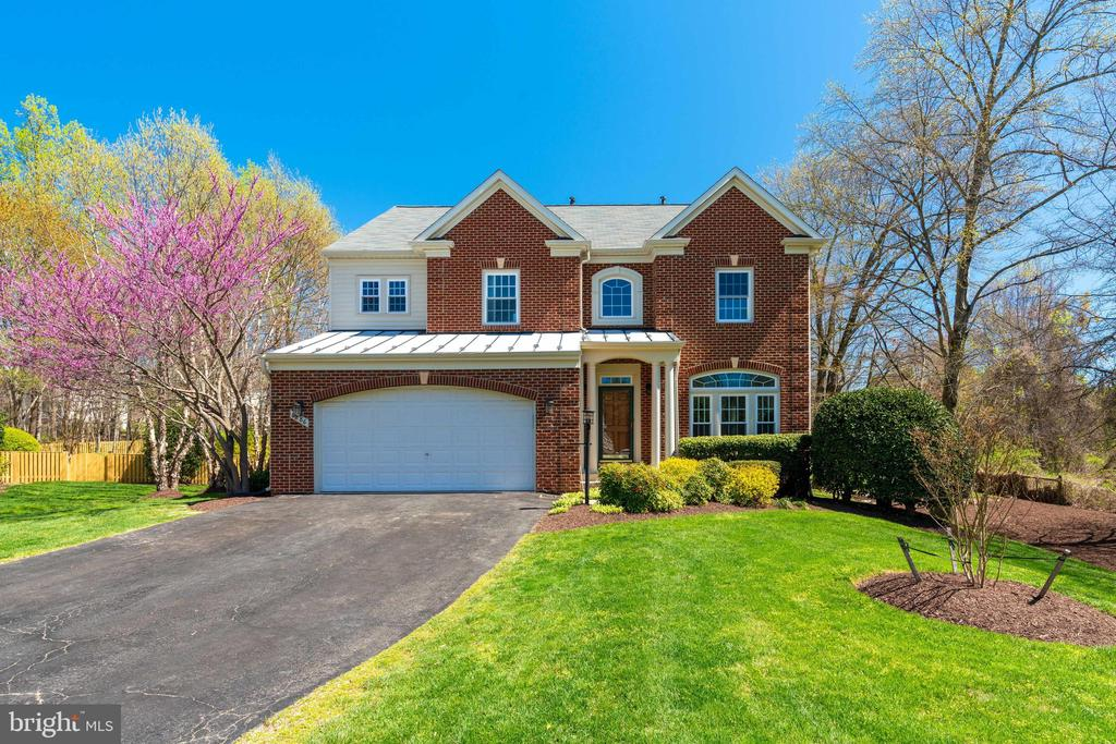 8886 Crosspointe Glen Way, Lorton, VA 22079