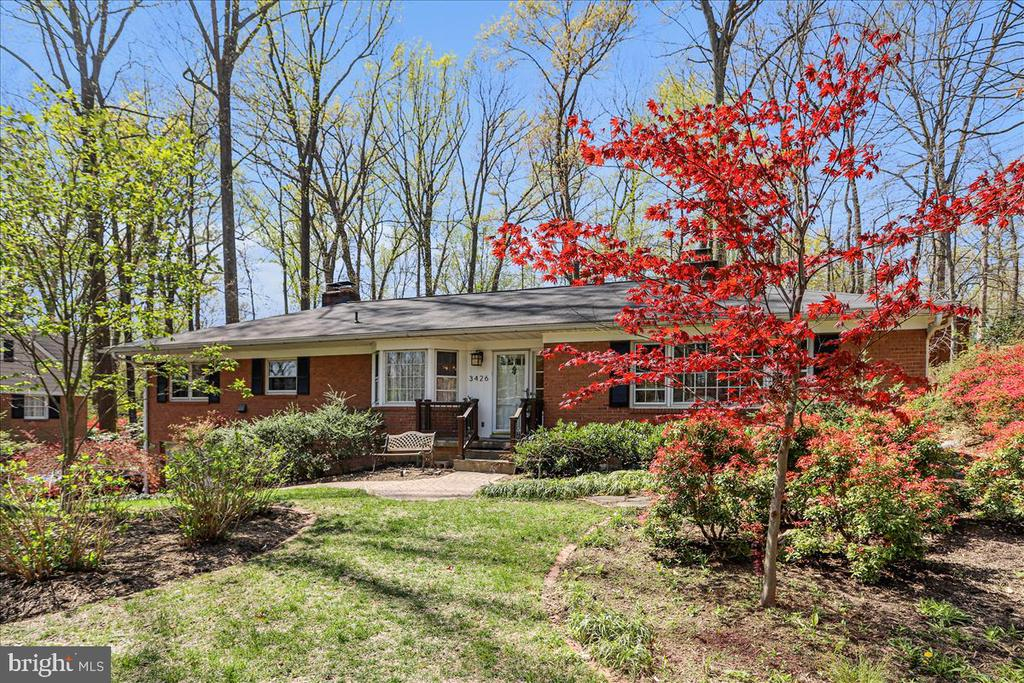 3426 Farm Hill Dr, Falls Church, VA 22044