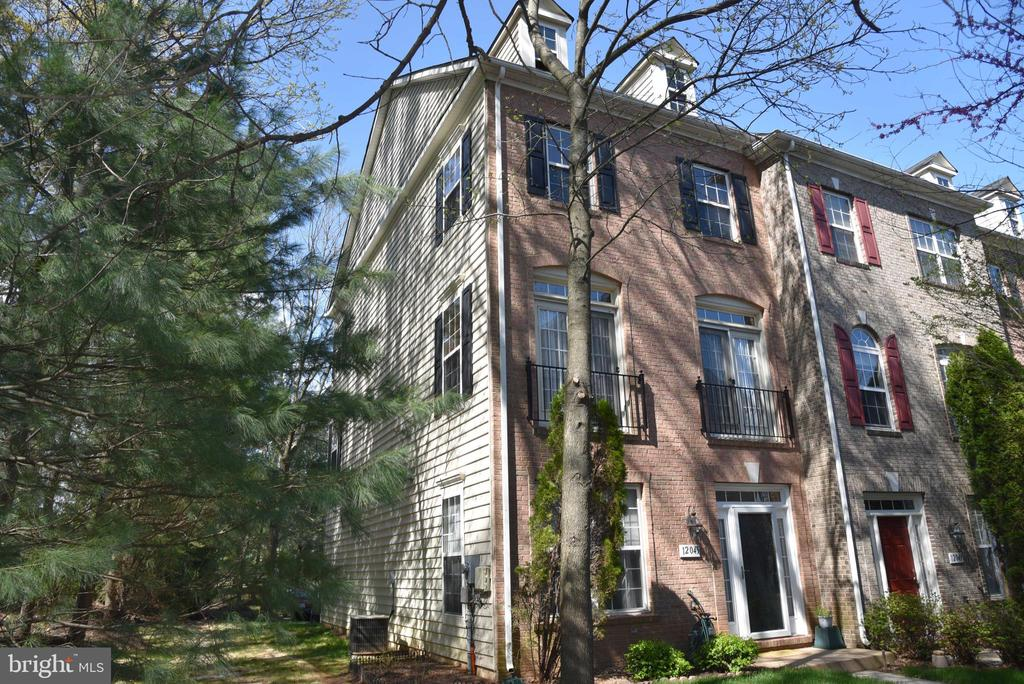 12045  OVERBRIDGE LANE, Fairfax, Virginia