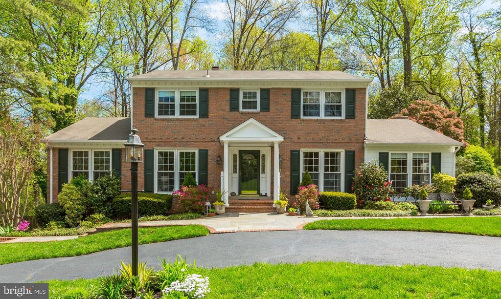 8806  LYNNHURST DRIVE, Fairfax, Virginia