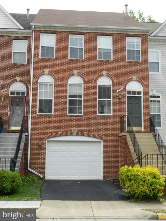 7820 Desiree St, Alexandria, VA 22315