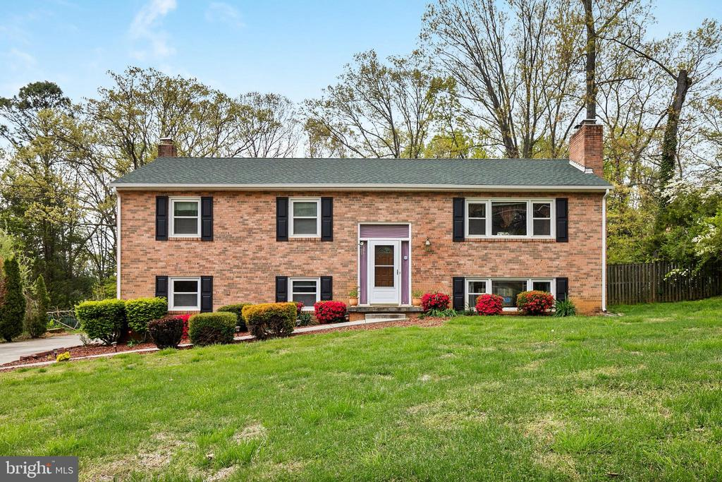 4616 Village Dr, Fairfax, VA 22030