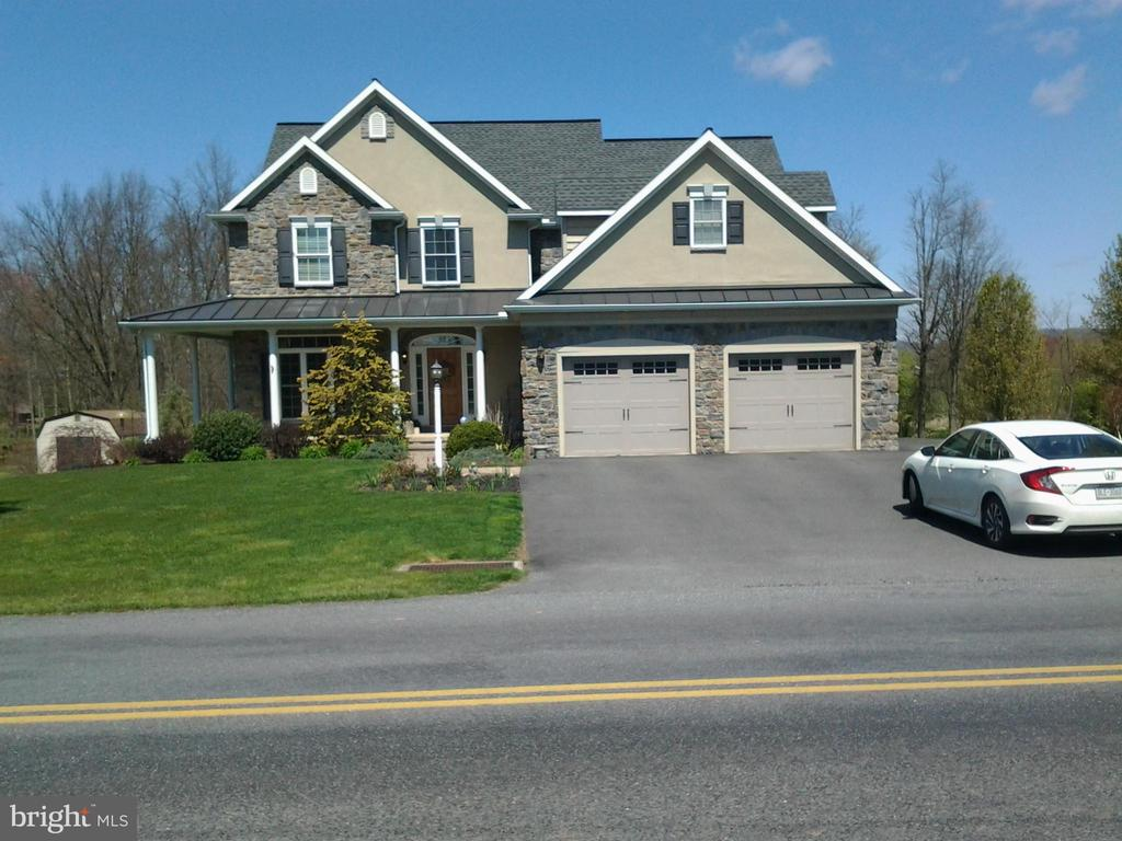 142 Pleasant Valley Road, East Earl, PA 17519