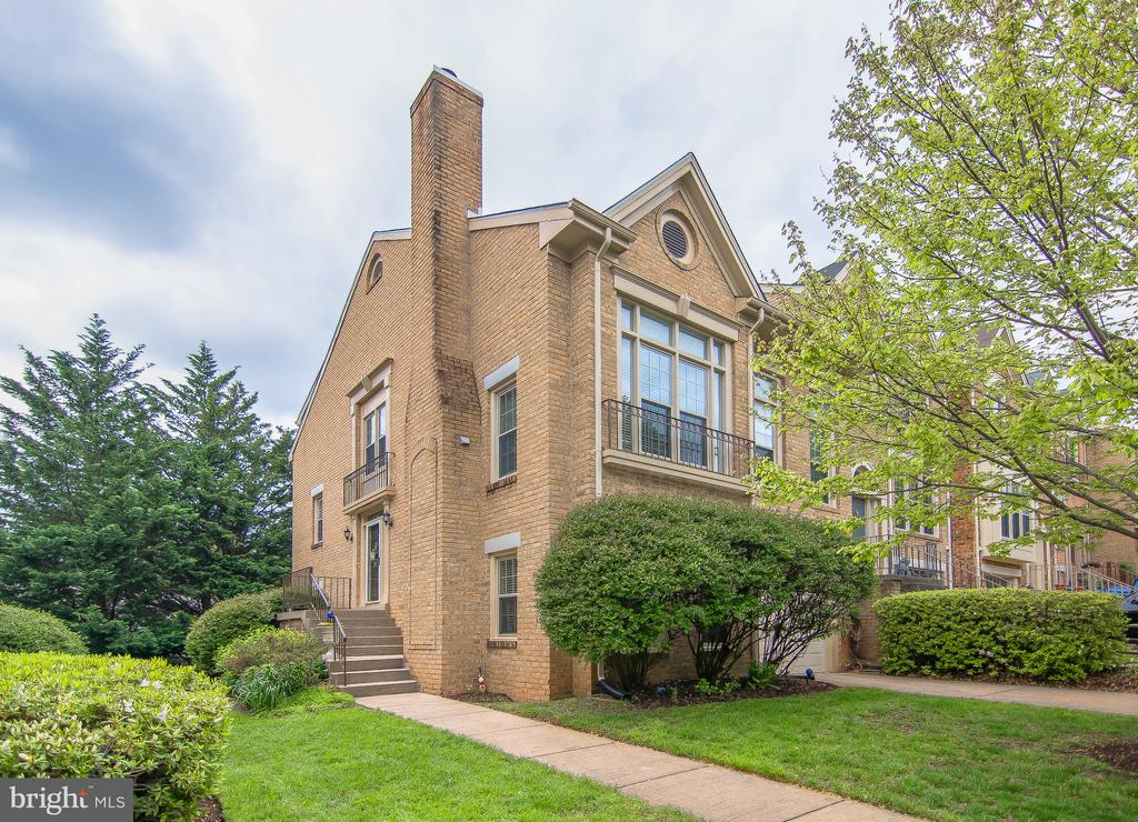 2170  KINGS GARDEN WAY, one of homes for sale in Falls Church