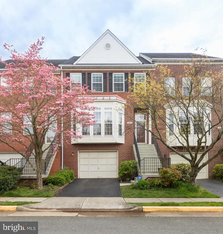 8907  ROYAL ASTOR WAY, Fairfax, Virginia