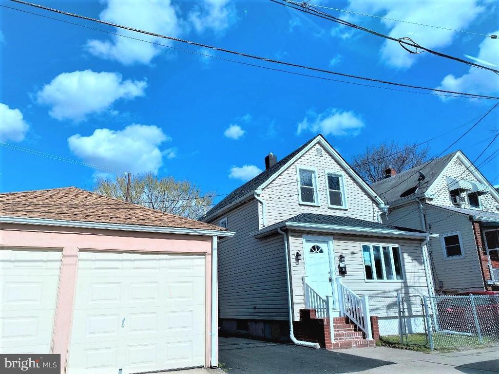 20 Whitmore Place, Clifton, NJ 07011