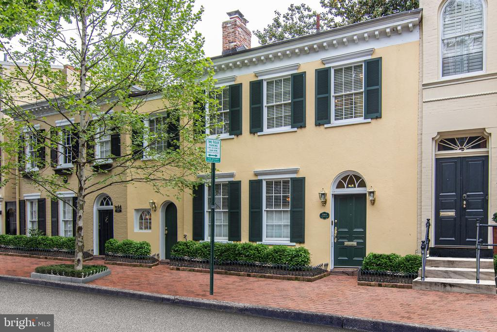 This 3BR/3.5BA home enjoys modern updates while maintaining its classic Georgetown feel. The Main Level is perfect for entertaining with its open floor plan that features a spacious Living Room, Dining Room, Powder Room and Eat-In Kitchen. The house also offers four gas fireplaces, an abundance of storage, updated kitchen, master suite with private deck, wine cellar and a freshly landscaped terrace and rear garden. Conveniently located in the heart of Georgetown near the Georgetown Waterfront.