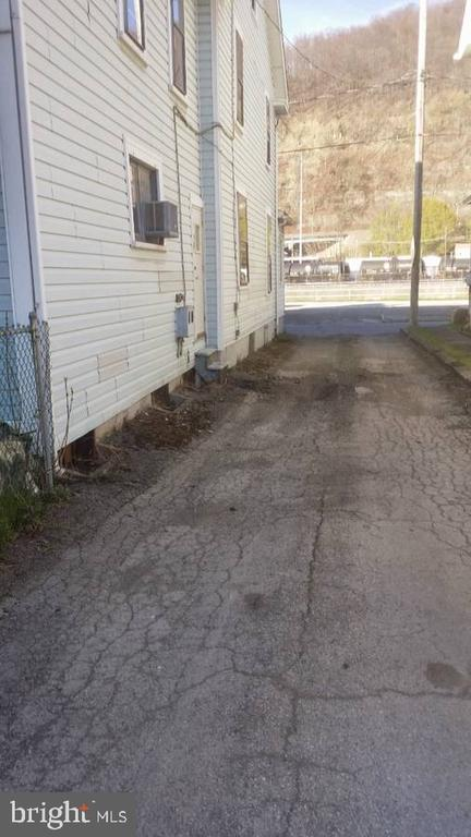 714 Somerset, Johnstown, PA 15901