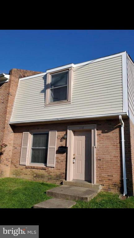 Are you looking for an investment rental property that cash flows? this end unit is great for you. Tenant occupied, Rent is $1050/ month. Lease last until December /30 /2020. New carpet, paint on 2018, Water heater 2017, Clothes washer and dryer 2016, Large size Heat pump. Front shingles will be replace. Back yard is fenced for pets. . Townhouse in the heart of Fredericksburg. Close to the UNIVERSITY of Mary Washington. AND close to  Mary Washington HOSPITAL,  Central Park & Down Town Shopping & 1-95 Agents please turn off the lights and lock the doors before leaving the premise******* kindly remove your shoes.