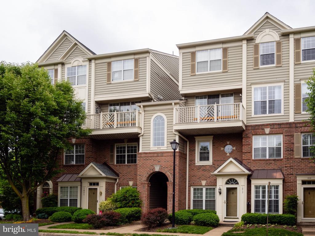 1819 Kenwood Ave #303, Alexandria, VA 22302