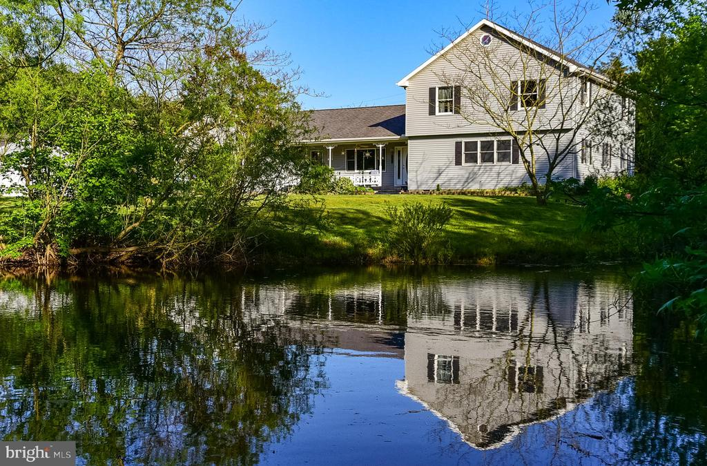 Sweet Private Retreat!, Situated on 2.5 Acres in Bishopville, conveniently located right up the street from Shell Mill Landing off the Bishopville Pron. Property has  a 32 X 32 garage/workshop with over-sized bay doors, your own tranquil 1/4 acre pond and plenty of yard with lots of green grass!  All this plus a 4 bedroom, 2 .5 bathroom,  2800 square foot,  2 story HOME with a  2 car attached garage ! Lots of options with a private entrance in-law suite or home office.This home is perfect for the person looking for privacy, with no city tax, no water or sewer bill.