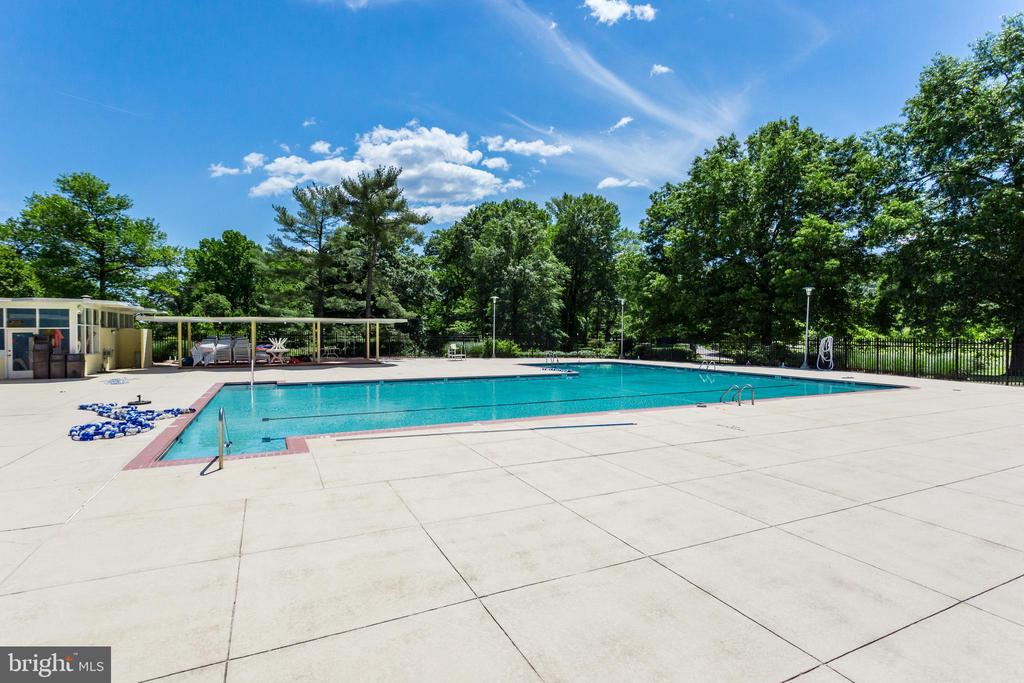 Photo of 6621 Wakefield Dr #503
