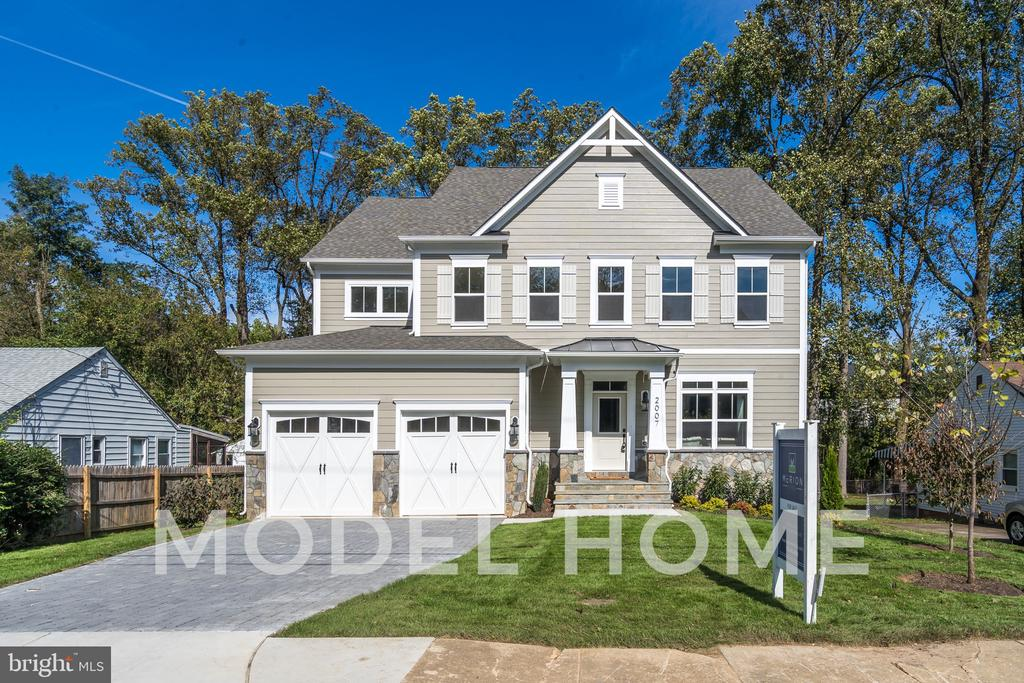 2016 Kilgore Rd, Falls Church, VA 22043