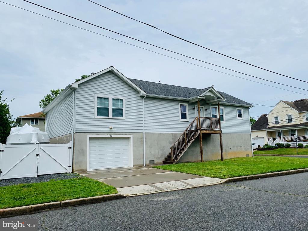 22 Renfrew Place, Port Monmouth, NJ 07758