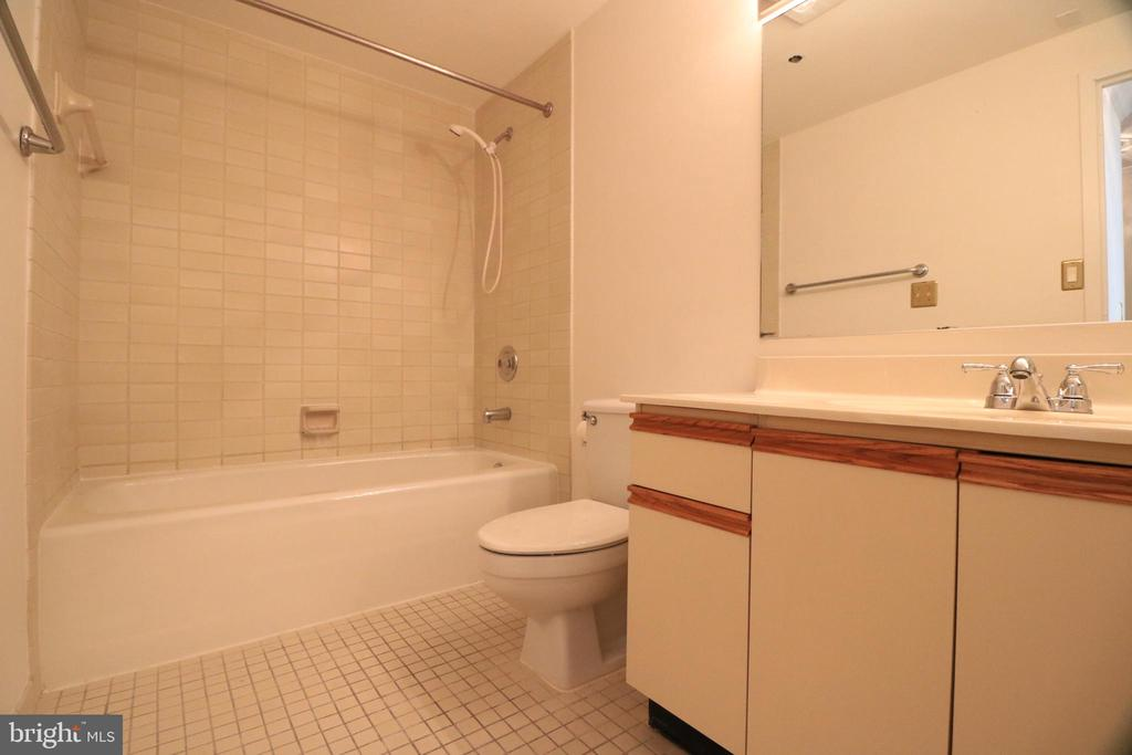 Photo of 1805 Crystal Dr #204s