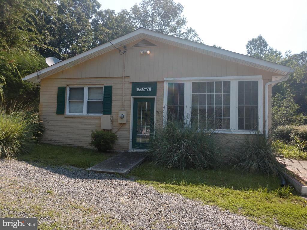 17581 Barron Heights Rd, Dumfries, VA 22025