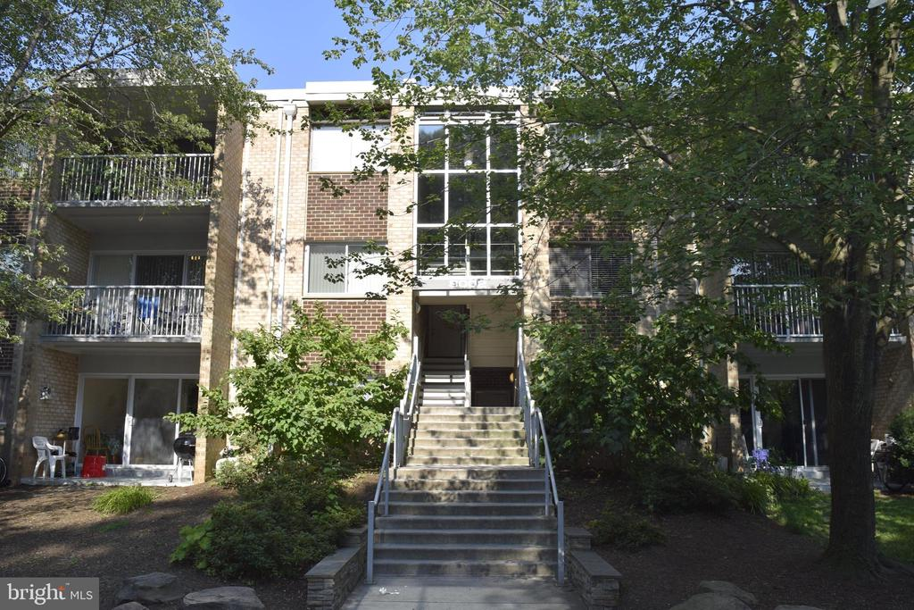 8002 Chanute Pl #15, Falls Church, VA 22042