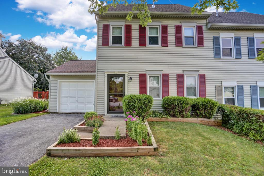 216 Adams Drive, Womelsdorf, PA 19567