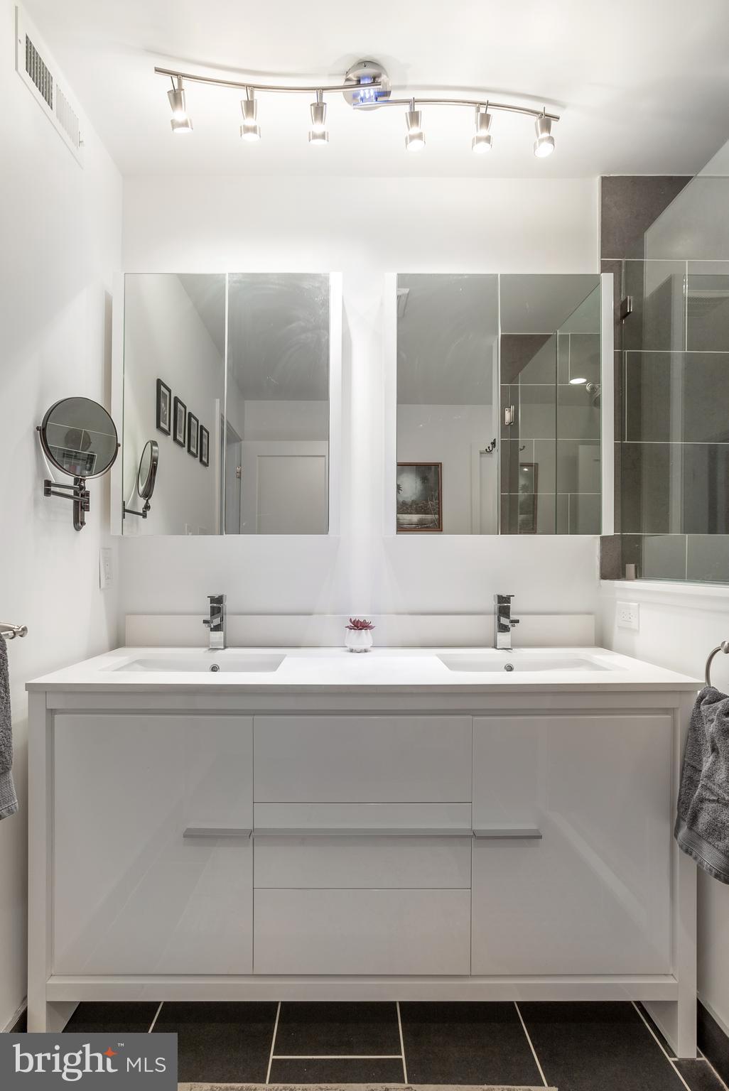 For Sale 727 N 20 Th Street 4 Philadelphia Pa 19130 2 Beds 2 Full Baths 1 Half Bath 529900
