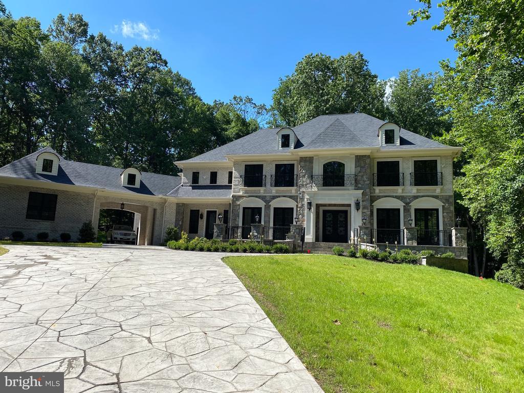 9020 Belcourt Castle Pl, Great Falls, VA 22066