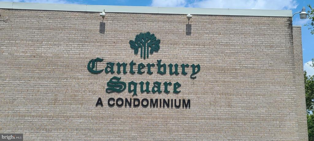 31 Canterbury Sq #101, Alexandria, VA 22304