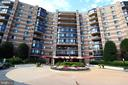 8360 Greensboro Dr #819