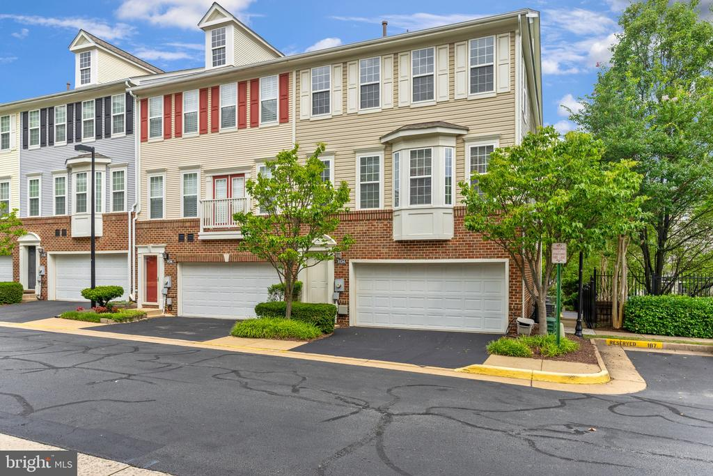 8134 Harper Valley Ln #29, Falls Church, VA 22042