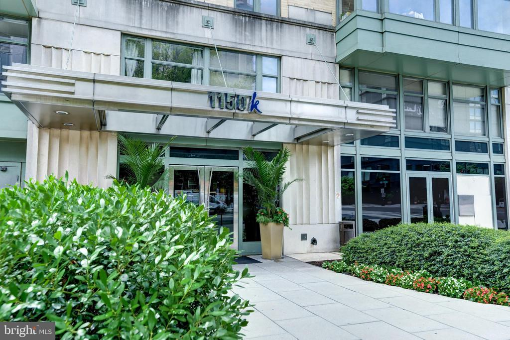 "The best in city living!  This beautifully renovated condo has it all.   Renovated in 2019, the kitchen features 42"" high, all maple cabinetry with soft-close mechanism, gorgeous ceramic tile back splash, new quartz counter tops, stainless steel double sinks and stainless steel appliances.  The spacious living and dining areas have been upgraded with engineered hardwood floors.  One full bath includes maple cabinetry, granite counter tops, bathtub with shower and beveled medicine cabinet.  The owner's suite features new carpet, and custom designed closets.  The spa-like bath features maple cabinetry with soft-close mechanism, granite counter tops and a large tiled shower.  Enjoy views of the city on the expansive rooftop where you can relax and grill.  The building also has a concierge, party room and fitness center.  This unit comes with a storage unit and assigned underground parking.  Close to the convention center and the shopping and restaurants of City Center"