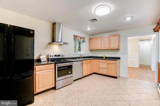 4420 Gilbertson Rd, Fairfax, VA 22032