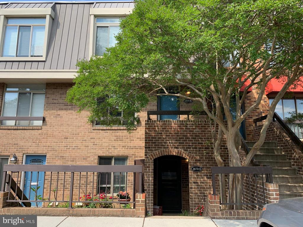 Photo of 1673 S Hayes St #2