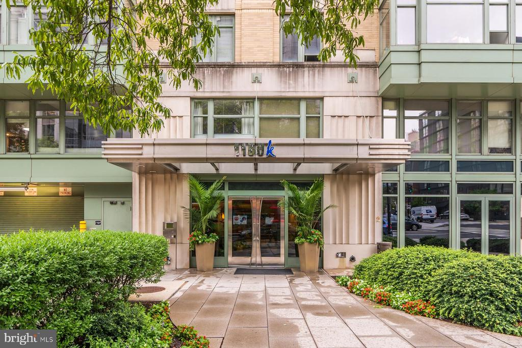 In the Center of it All!  2 bedroom 2 bath corner unit condo, located in Downtown 2 blocks to City Center, Franklin Park and 3 Metro Stations. High above on the 6th floor with huge windows overlooking  citylife.  New flooring throughout, new granite, and fresh paint. Many windows and spacious living areas.   This home has an excellent layout for co-living or home office.  Shared roof deck with City and Monument views. Stainless Steel appliances, In-unit Laundry, front desk, and fitness room.  Pets allowed with some restrictions.