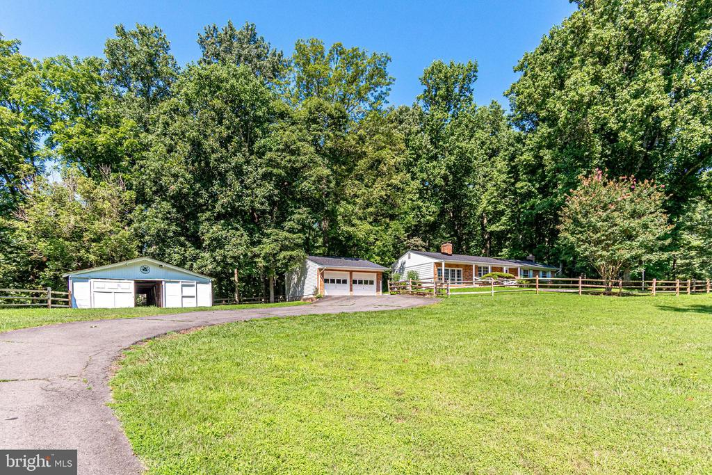 6910 Clifton Rd, Clifton, VA 20124