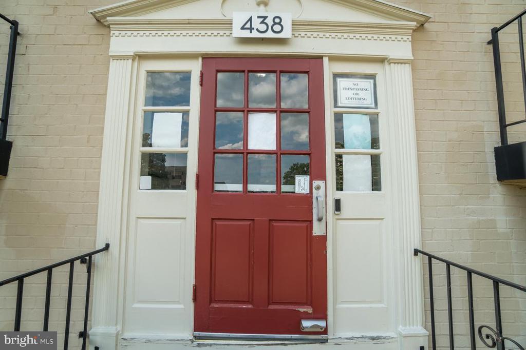 438 N Armistead St #302, Alexandria, VA 22312