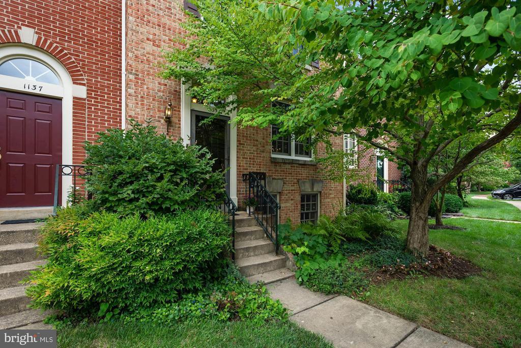 1135 Quaker Hill Ct, Alexandria, VA 22314