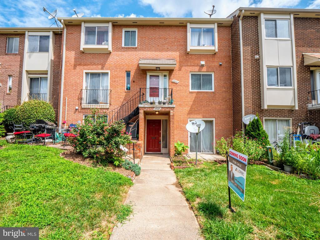4508 Conwell Dr #211, Annandale, VA 22003