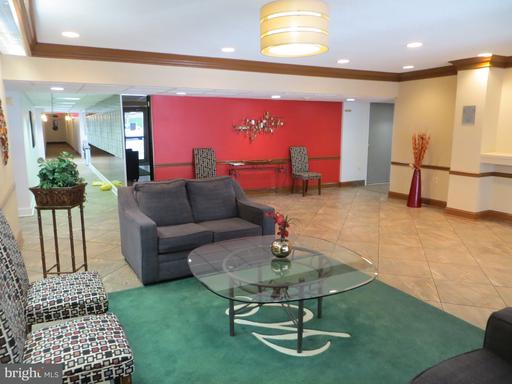 5250 Valley Forge Dr #614, Alexandria 22304
