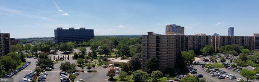 8340 Greensboro Dr #911, McLean 22102