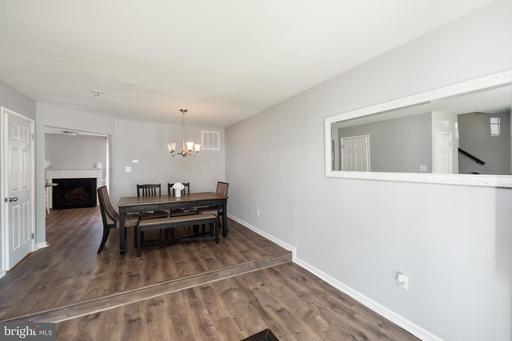 6923 Compton Ln Centreville VA 20121