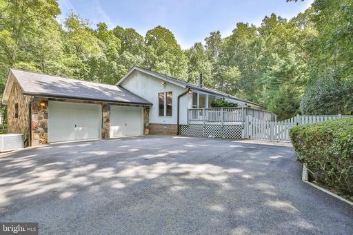 9651 Fringe Tree Rd Great Falls VA 22066