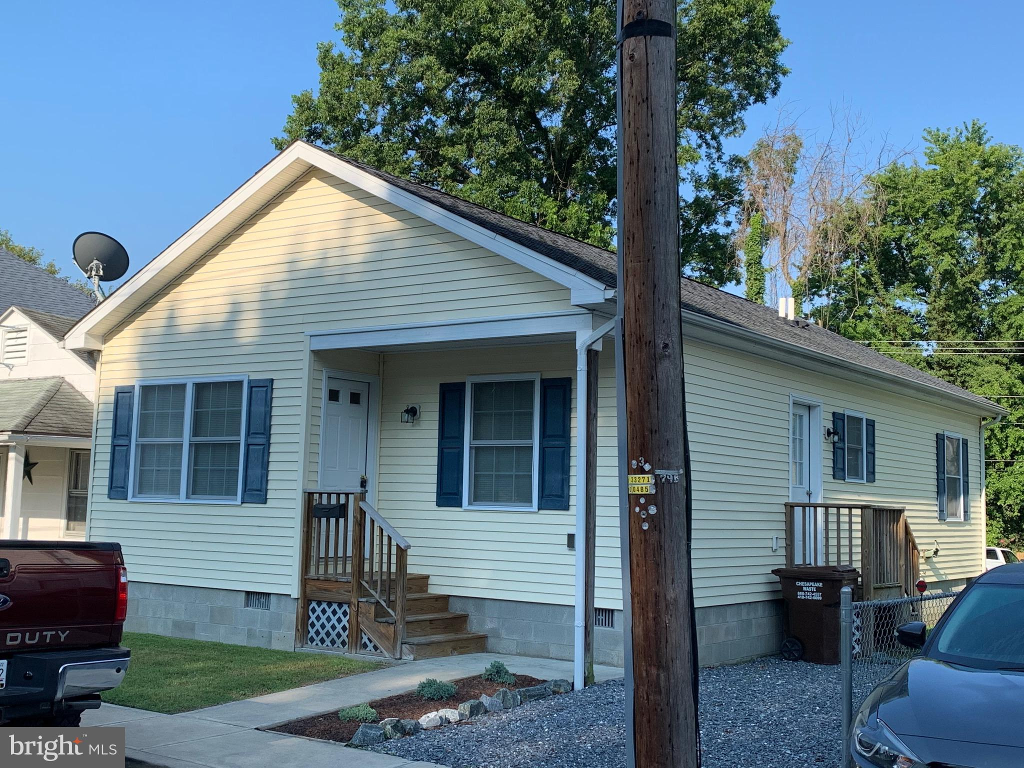 Affordable, like new 1 story with 3 beds and 1 bath.  Good condition and access from 2 streets.  New stove and refrigerator on order.  Central Cambridge location.