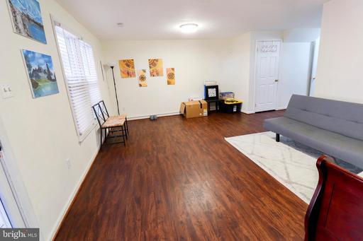 5203 Glen Meadow Dr Centreville VA 20120