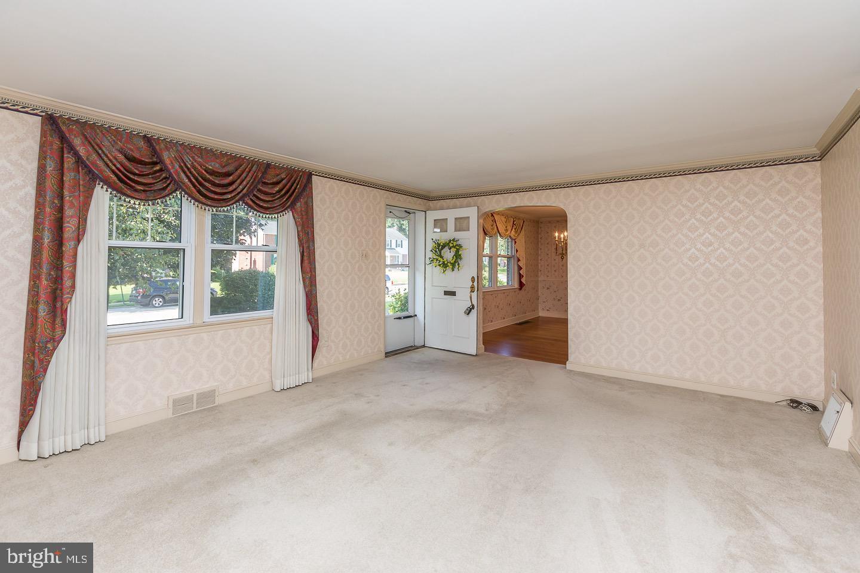 311 Twin Oaks Drive Havertown , PA 19083