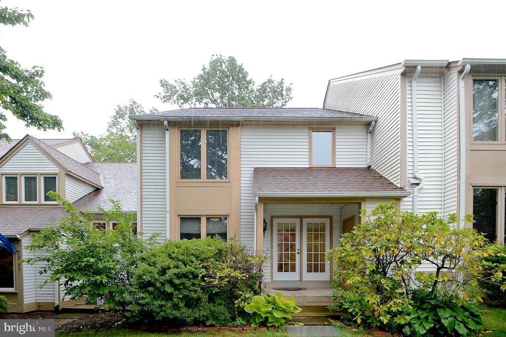 12504 Flatwood Cir, Fairfax, VA 22033