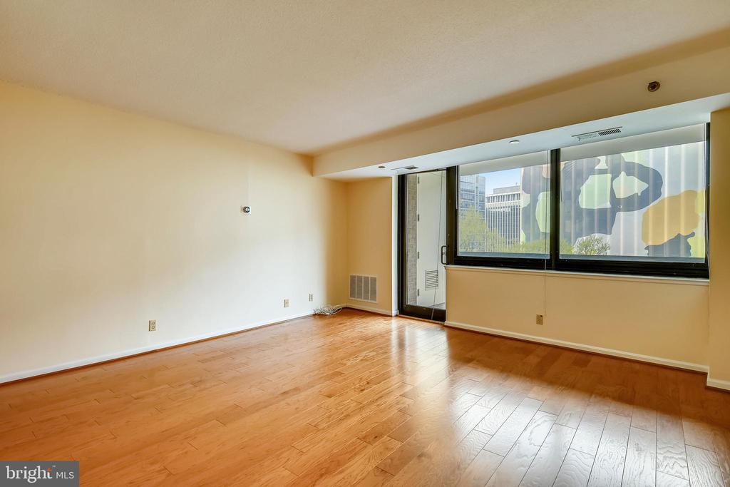 Photo of 1805 Crystal Dr #504s