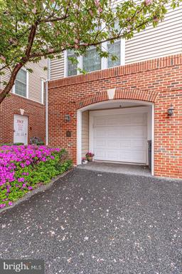 3549 Huntley Manor Ln, Alexandria, VA 22306