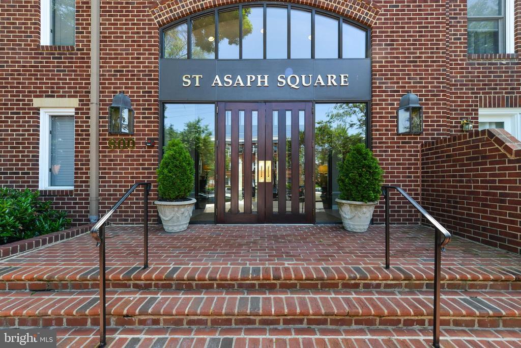 800 S Saint Asaph St #412, Alexandria, VA 22314