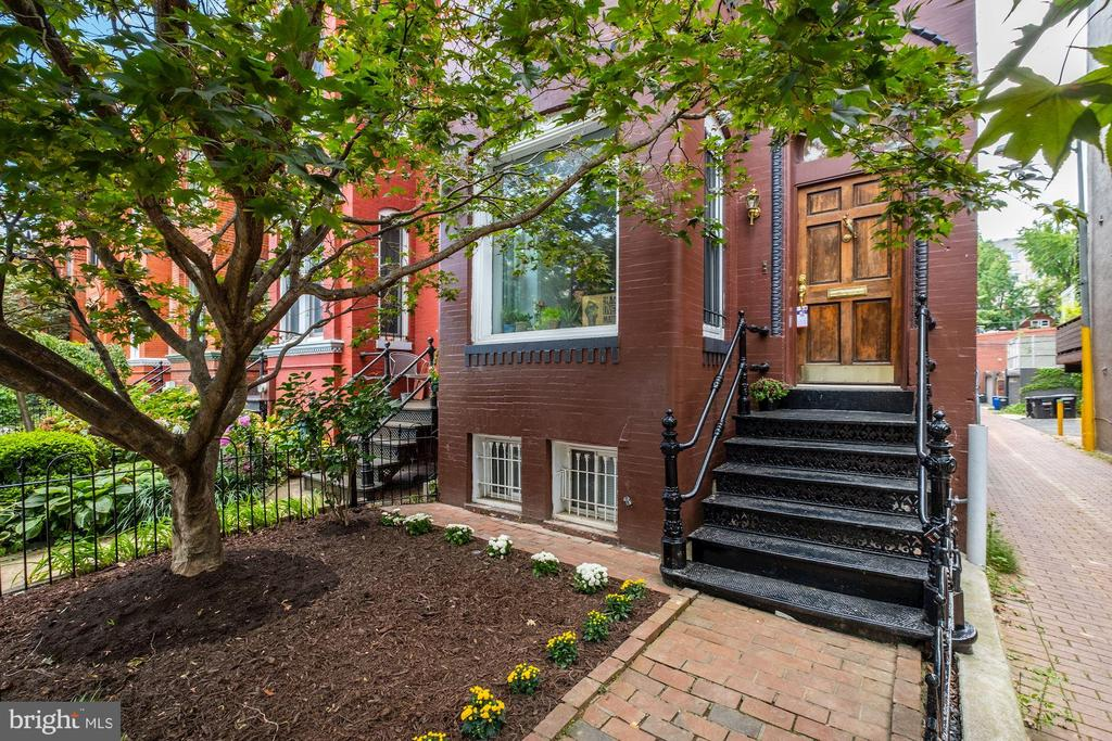 1534 T St NW is an incredibly unique investment opportunity for a buyer to acquire a rare three-unit property in sought after Logan Circle.  Live in the penthouse and rent the others! Units 1 (1BR/1BA, with outdoor space), 2 (2BR/1BA with outdoor space), and two of the three parking spots are presently rented for total of $5,125/mo, with Unit 3 and the third parking spot presently vacant and ready for the owner/landlord (though it was recently rented at $4,200/mo, bringing the gross rent to 112k/yr).  The entirety of the building is in excellent condition and Unit 3 underwent a particularly thoughtful and stylish renovation that features an open floorplan, ample living/dining/family space, two decks, and a second story with 2BRs and 2BAs. (All photos are of unit 3).